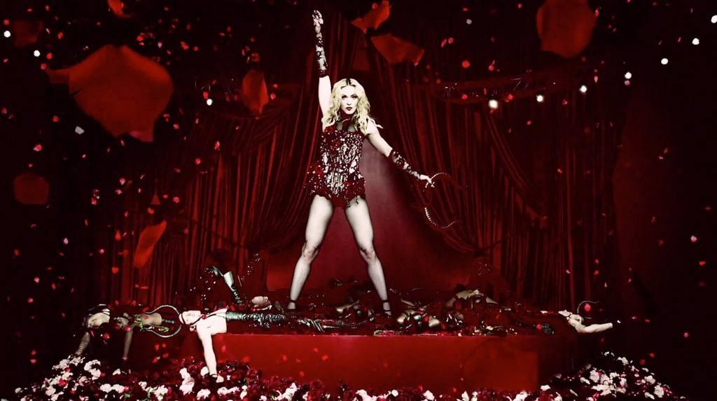 Oro, flores y acupuntura, las excentricidades de Madonna en México