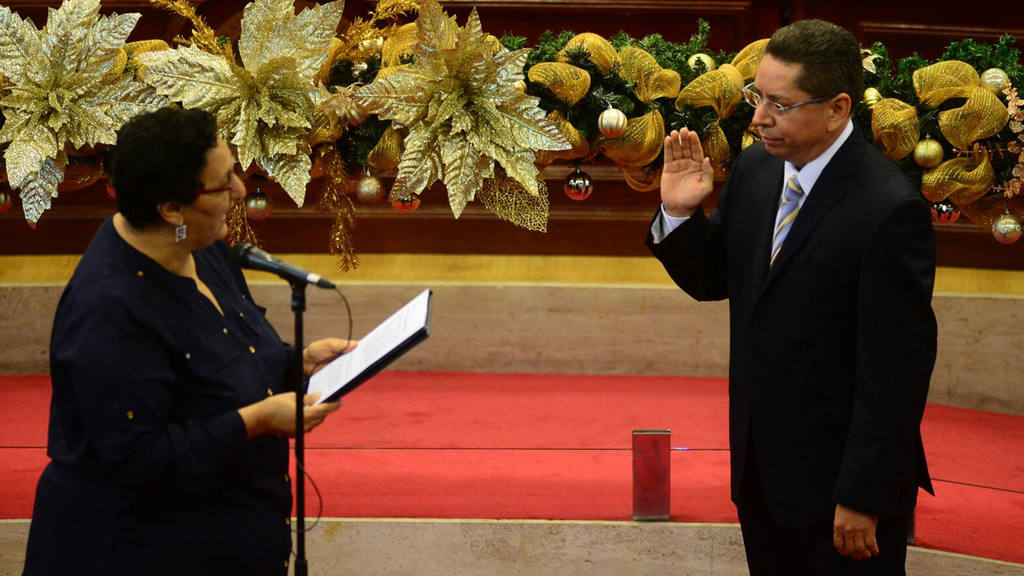 Juramentan al nuevo Fiscal General