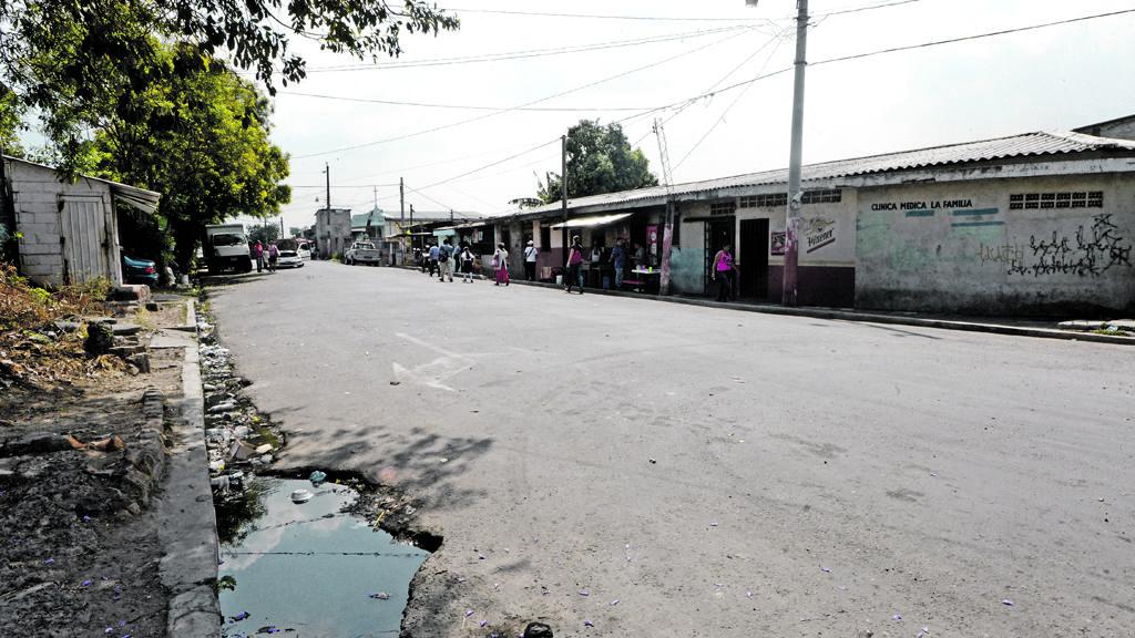 Baches dificultan tráfico en Mejicanos
