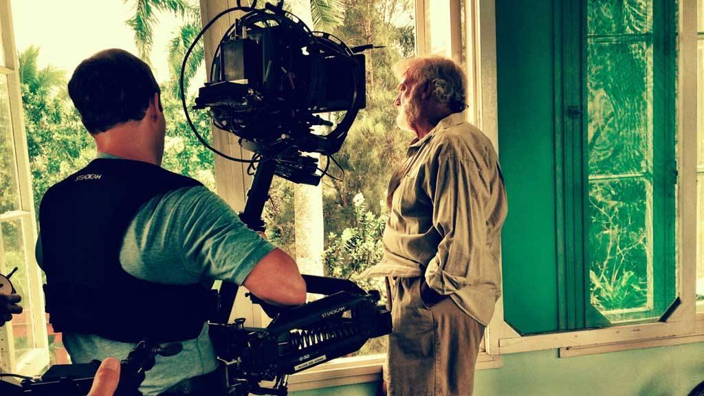 Un salvadoreño tras la película de Hemingway.