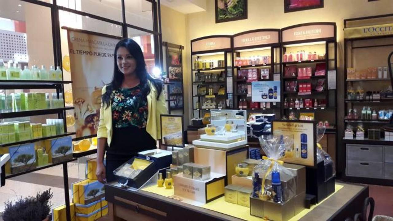 Marcela Sánchez presentó la crema Divina, en la tienda L'Occitane Multiplaza. La crema y mascarilla Divina ya está disponible en El Salvador, en las tiendas L'Occitane. .