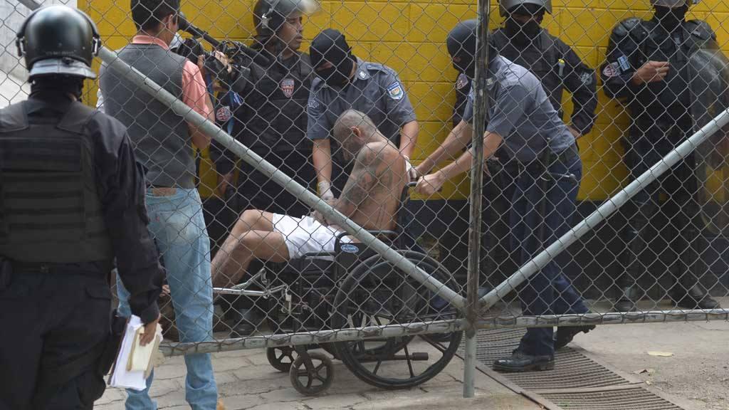 Traslado de más de 200  privados de libertad al centro  penal de Quesaltepeque, La Libertad. como parte de las medidas extraordinarias que está realizando el Gobierno