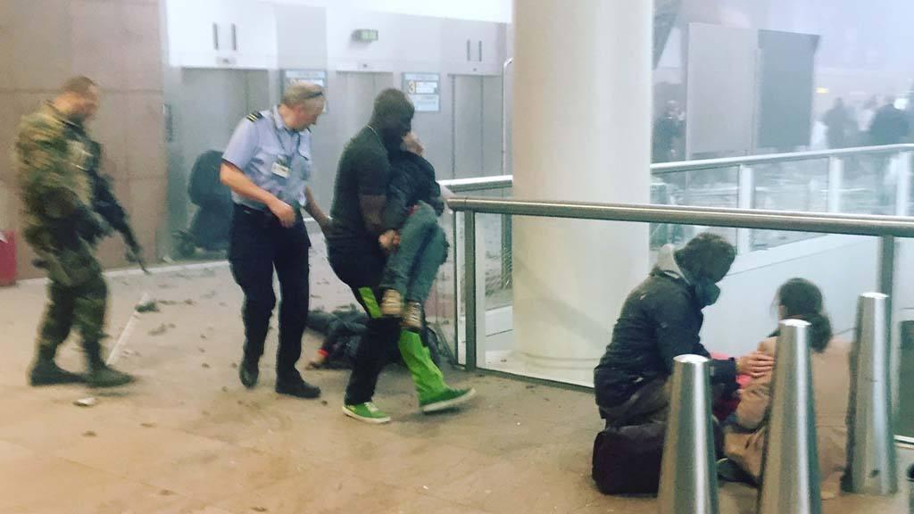 La escena en el aeropuerto de Bruselas en Bruselas, Bélgica, después de las explosiones.