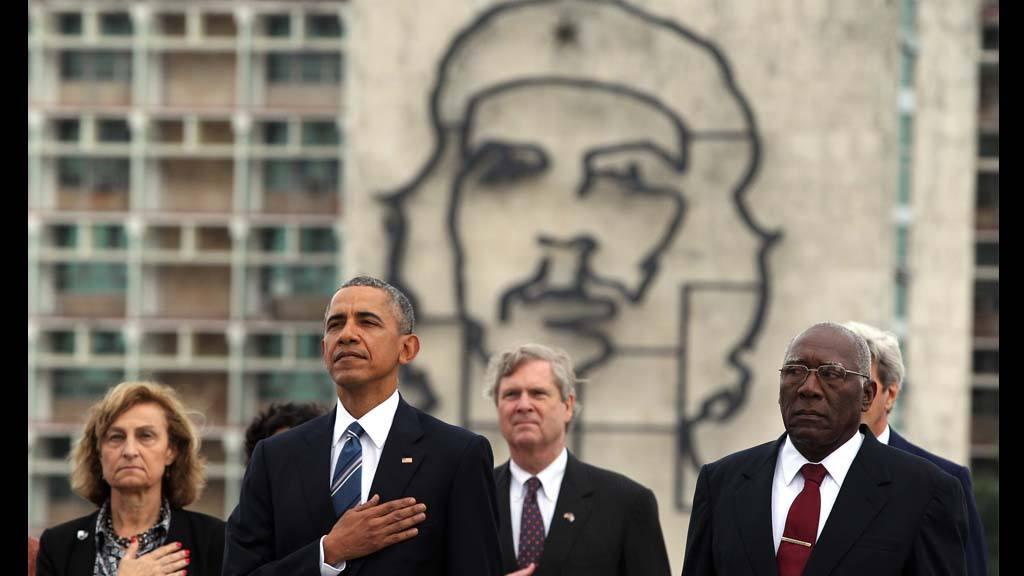Raúl Castro recibe al Obama en el Palacio de la Revolución