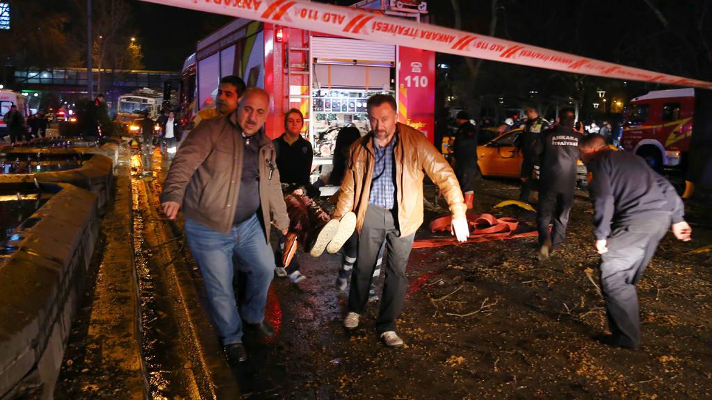 Al menos 27 muertos y 75 heridos en explosión Ankara, confirman autoridades