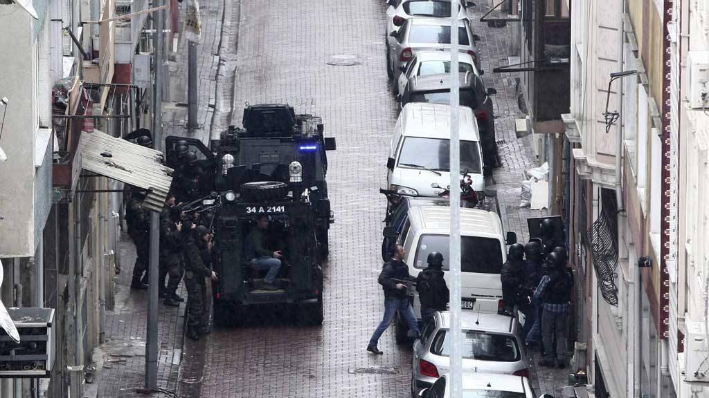Mujeres terroristas atacan cuartel de policía en Turquía