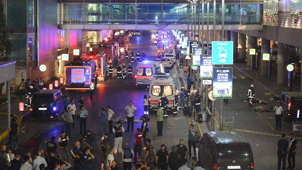 Al menos 50 muertos en atentado en aeropuerto de Estambul