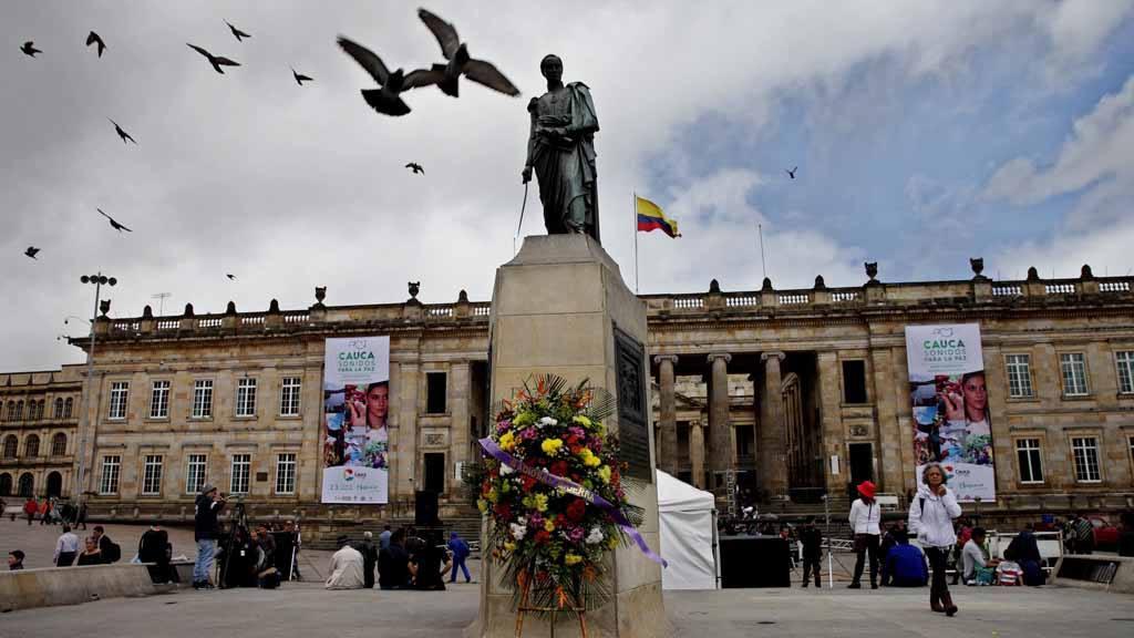 COLOMBIANOS CELEBRAN ACUERDOS PARA EL FIN DEL CONFLICTO EN EL PAÕS