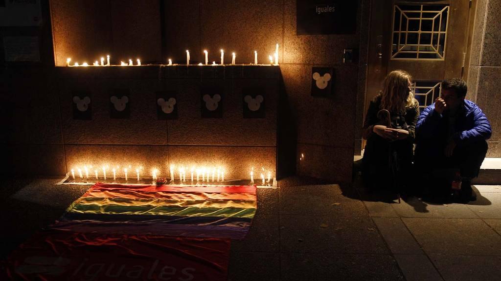 Chile vigilia caso tiroteo en Orlando Florida GAY EN CHILE REALIZA VIGILIA POR V??CTIMAS DE LA MATANZA EN ORLANDO