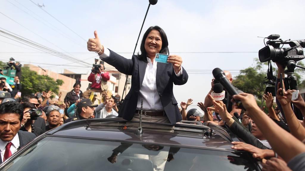 LA CANDIDATA KEIKO FUJIMORI VOT? HOY EN LAS ELECCIONES DE PER?