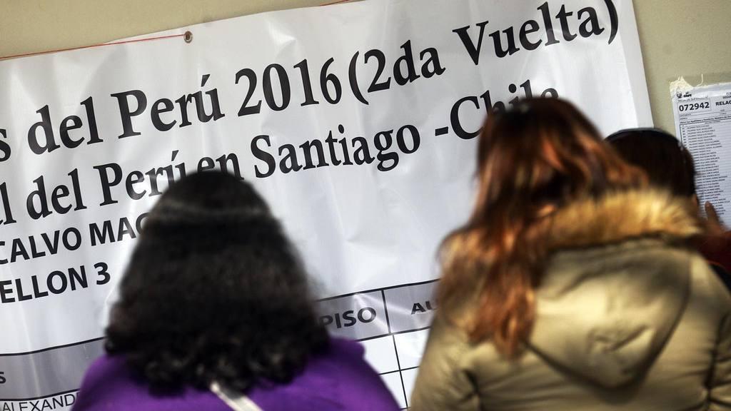 Peruanos votan en Chile