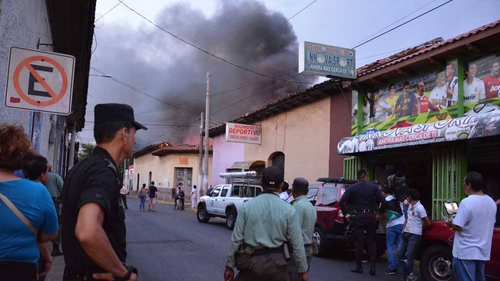 Incendio en bodega de textiles en San Miguel