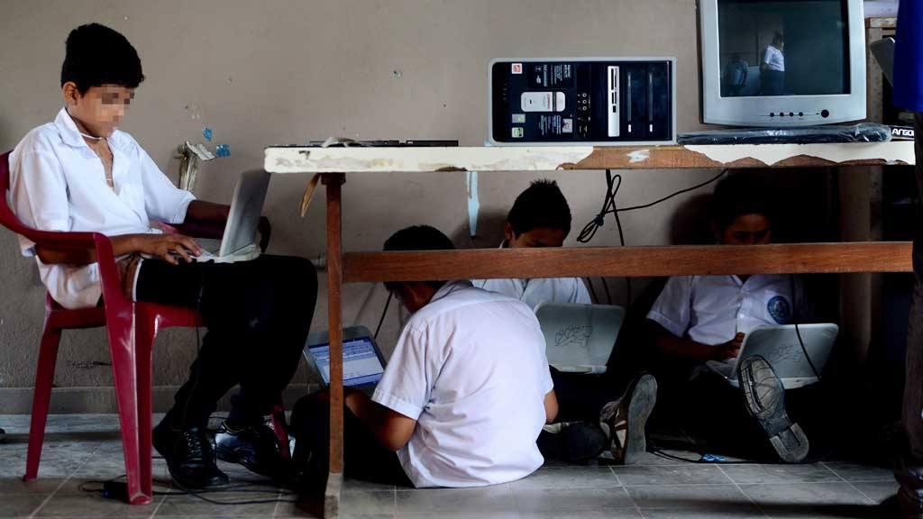 Entrega de computadoras Lempitas, una marcha a cuestas