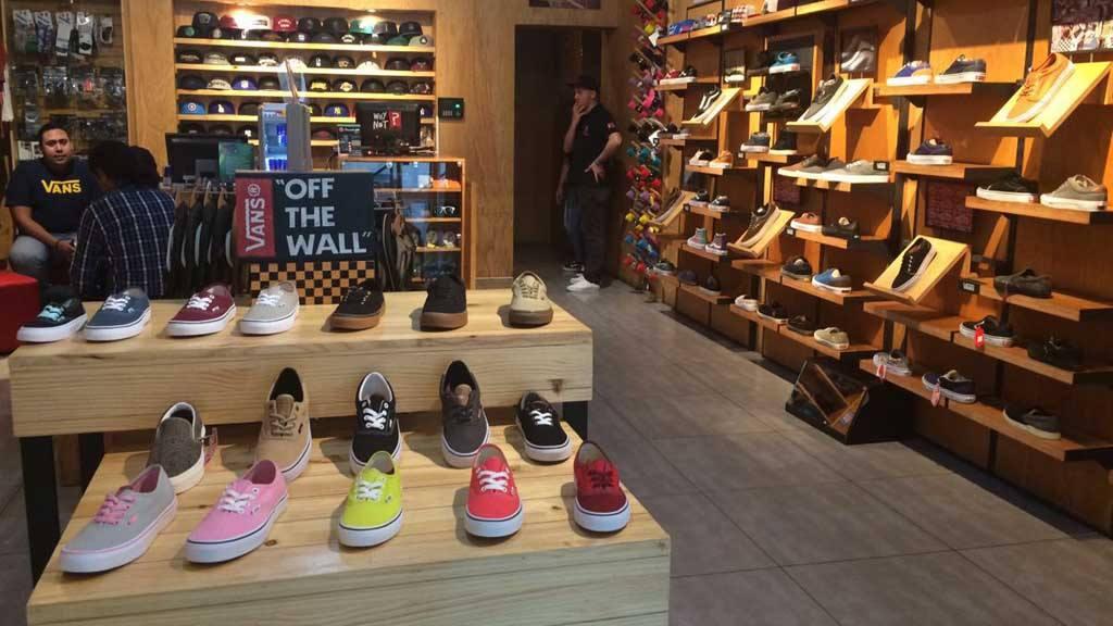 Old Skool ha ampliado la presencia de la marca en el país y ha planeado  abrir nuevas tiendas. Es el distribuidor oficial de la marca estadounidense  Vans 08548a58cca