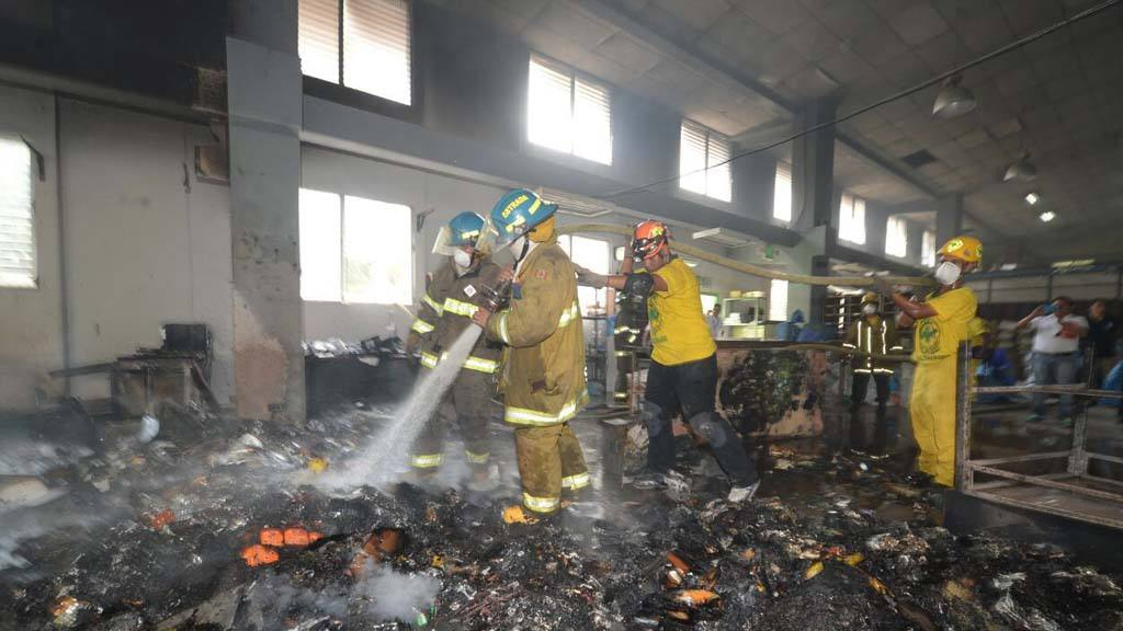 Correos de El Salvador incendio.