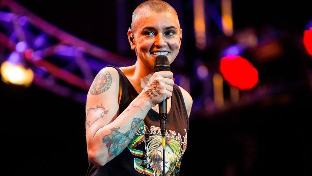 La cantante Sinéad O'Connor se convierte al Islam y cambia de nombre