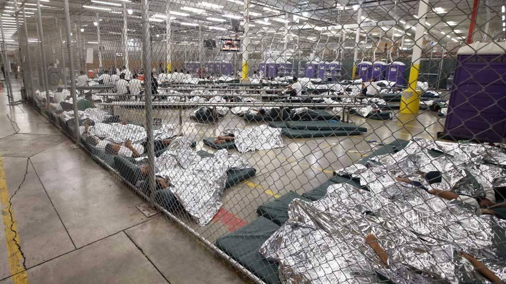 Niños. migrantes, centro migratorio Texas