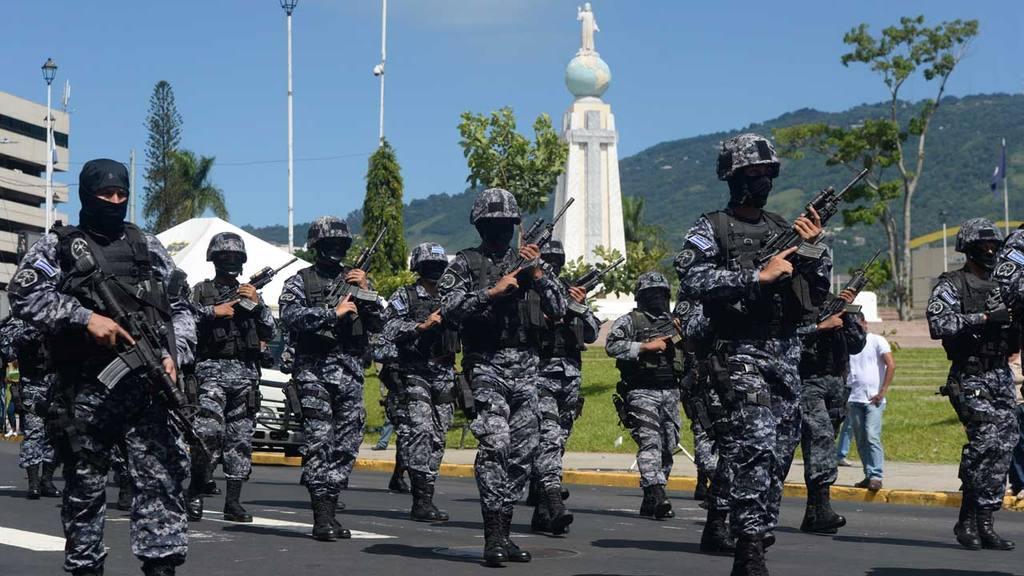 Desfile policial PNC, salvador del mundo | elsalvador.com