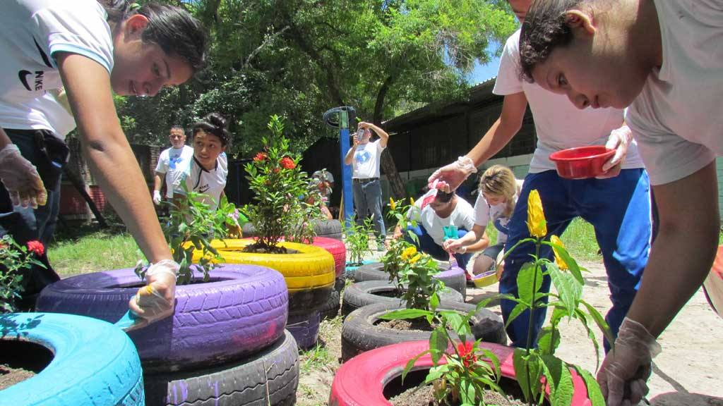 Glasswing International y Samsung Electronics Latinoamérica crearon un proyecto de huerto  escolar en el centro escolar República Oriental de Uruguay
