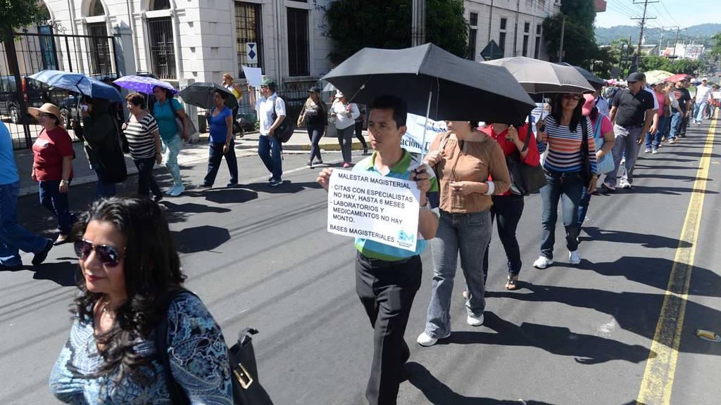Maestros protestan por incumplimiento de MINED
