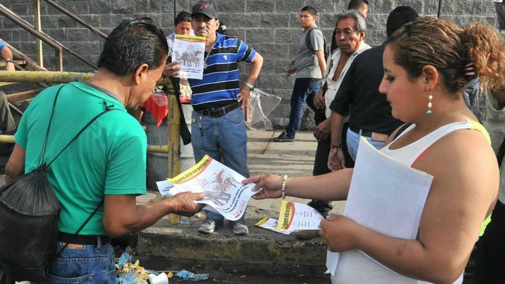 Empleados municipales de la alcaldía de San Salvador cerraron por varios minutos la Alameda Juan Pablo II