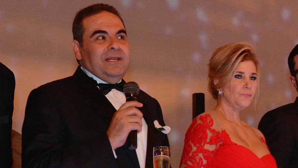 Tony Saca y su esposa