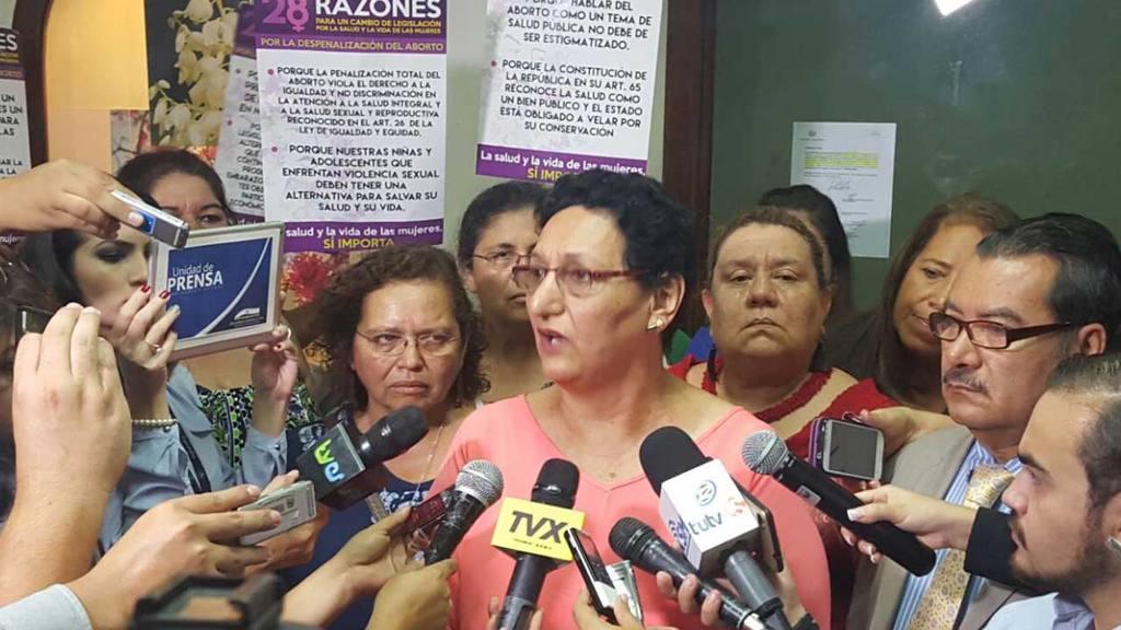 FMLN pide despenalizar aborto en casos de violación