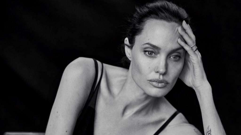 Angelina Jolie no le gusta estar soltera