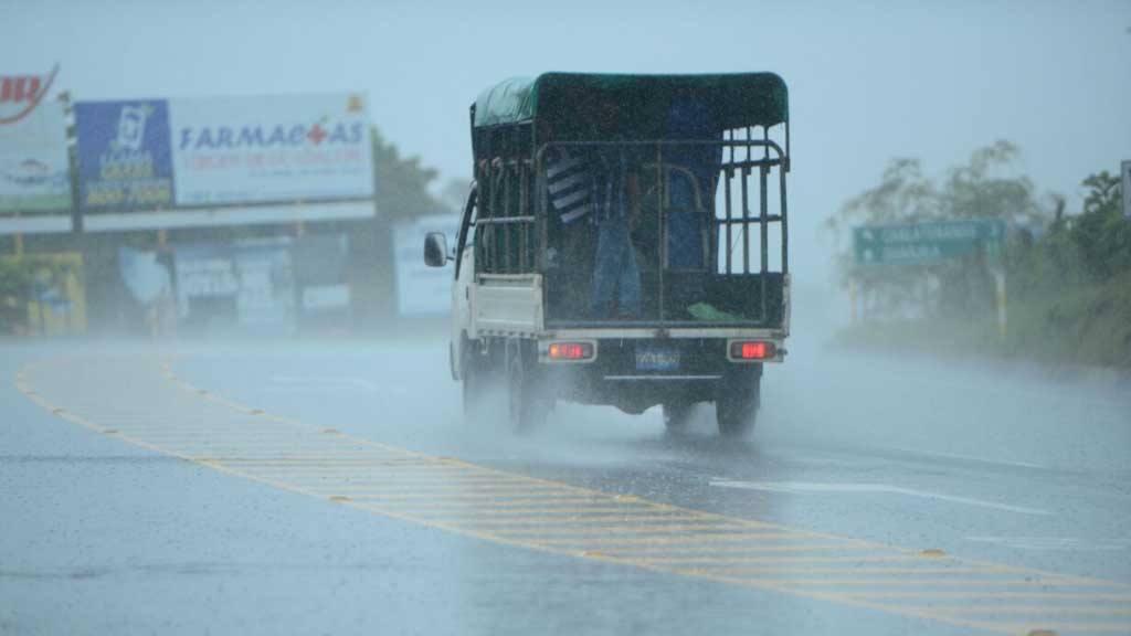 Lluvias causan derrumbes en diferentes zonas del país