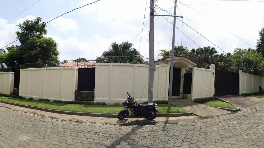 Casa Mauricio Funes