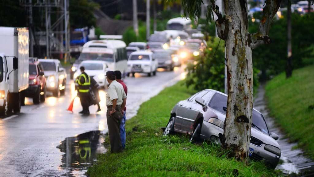 Lluvias accidente de tránsito