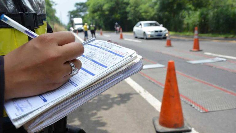Para evitar mayores infracciones a la Ley de Transporte Terrestre, Tránsito y Seguridad Vial, las multas deben ser más altas según algunos conductores.
