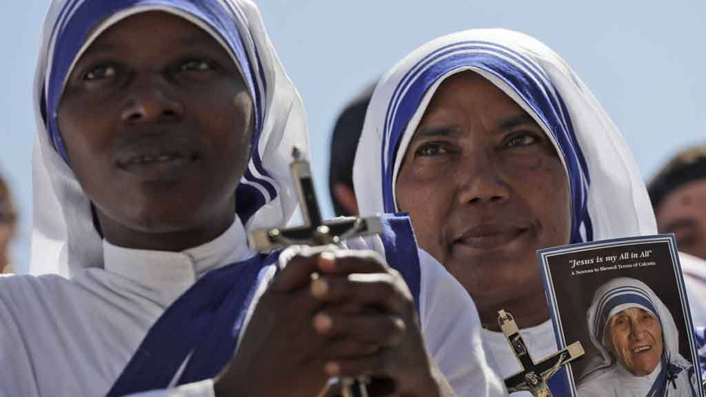A Missionaries of Charity nun holds a photo of Mother Teresa in St.