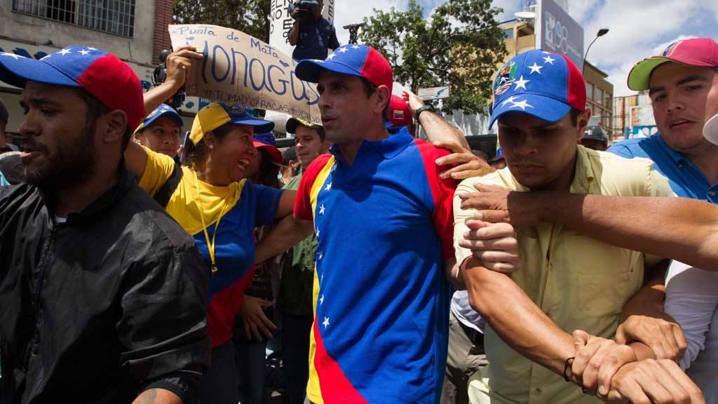 Opositores marchan contra el régimen de Maduro en Venezuela