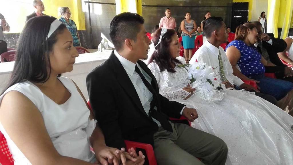 En total, 12 reos se unieron en matrimonio con sus parejas ...