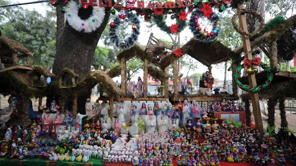 f50f03e4b5f Artículos navideños que puede encontrar en el centro de San Salvador ...