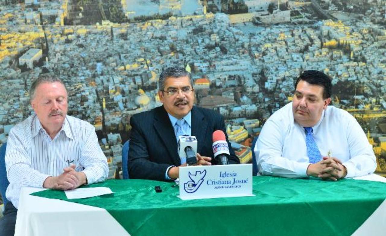 Ricardo Galán y Tharsis López invitan a la actividad del próximo viernes. Foto EDH / Omar carbonero