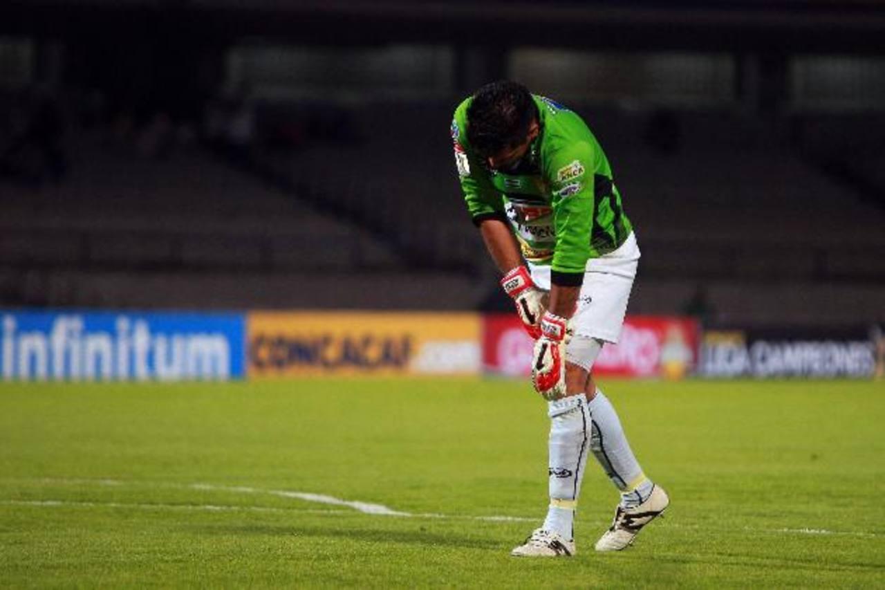 """El """"Mudo"""" Montes tras recibir uno de los ocho goles ante Pumas. foto edh / archivo"""