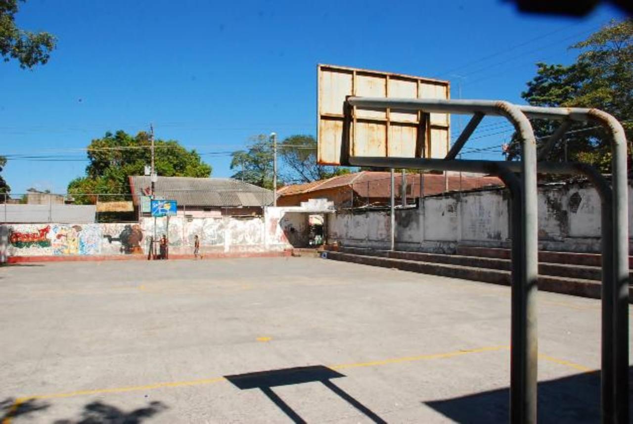 Durante décadas, los ciudadanos que practican el baloncesto en La Unión han esperado el proyecto. Foto EDH / insy mendoza
