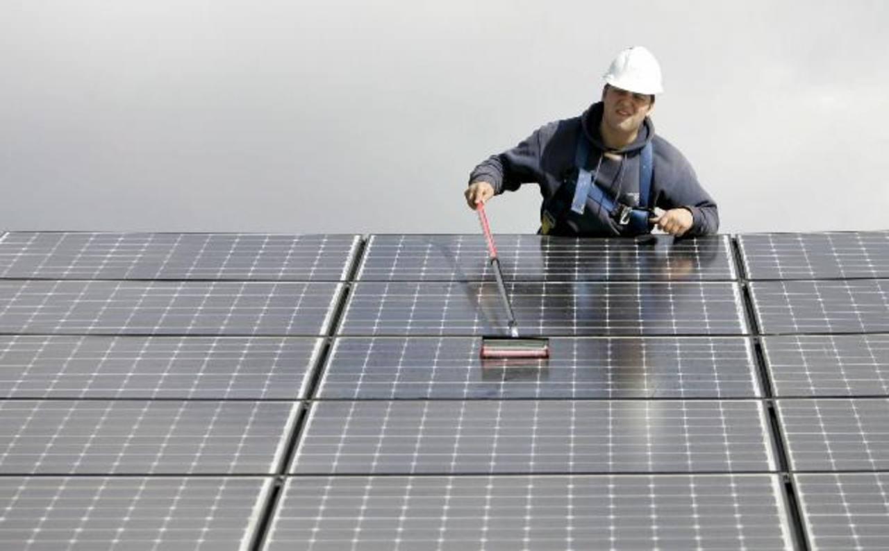 Con energía limpia se evitan efectos drásticos de aumento de temperatura asociados al cambio climático. Foto EDH / Archivo