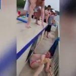 Hombre tira a su novia al agua y todo sale mal