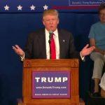 """Donald Trump llama """"idiota"""" a rival republicano y revela su número de teléfono"""