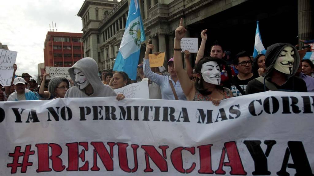 UNA NUEVA PERO REDUCIDA MANIFESTACI?N EXIGE RENUNCIA DE PRESIDENTE DE GUATEMALA