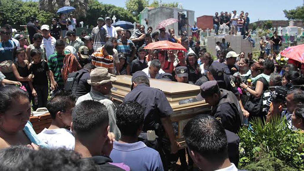 Entierran agente en San Juan Opico