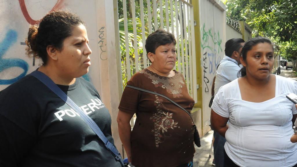 Madres de familia denuncian falta de medicamentos en el Rosales.