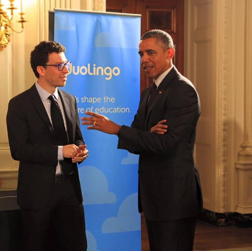 El científico guatemalteco Luis Von Ahn conversa con Barack Obama