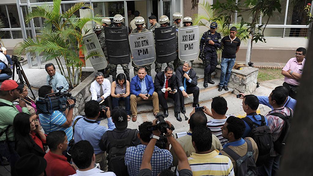 Ex presidente Manuel Zelaya en protestas