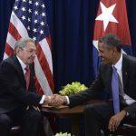 El presidente de Estados Unidos, Barack Obama (dcha), se reunió con el dictador cubano, Raúl Castro, en la sede de las Naciones Unidas.