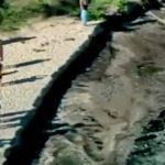 Agujero traga parte de una playa en Australia