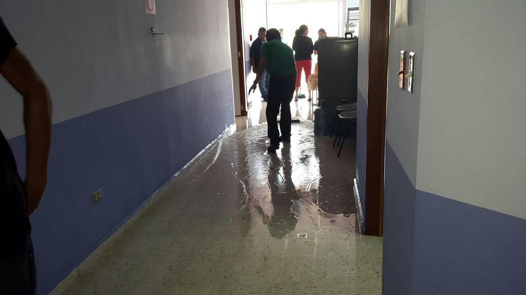 Han sido varias las ocasiones en las que una repentina ruptura de tubería afecta las áreas del nuevo Hospital Nacional de la Mujer.
